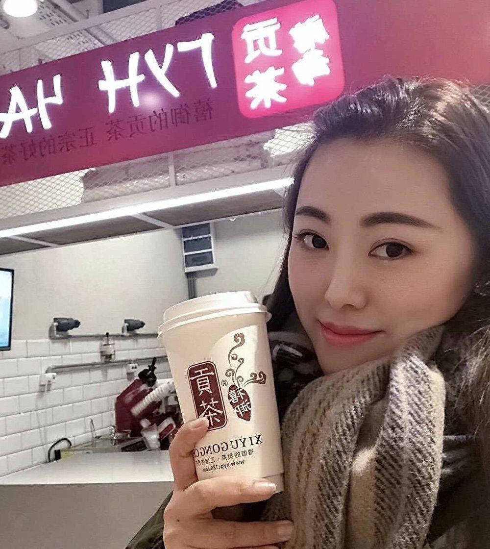 張笑迎在莫斯科開奶茶店