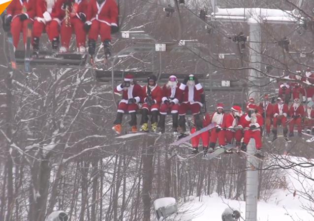 200多個聖誕老人滑雪做慈善
