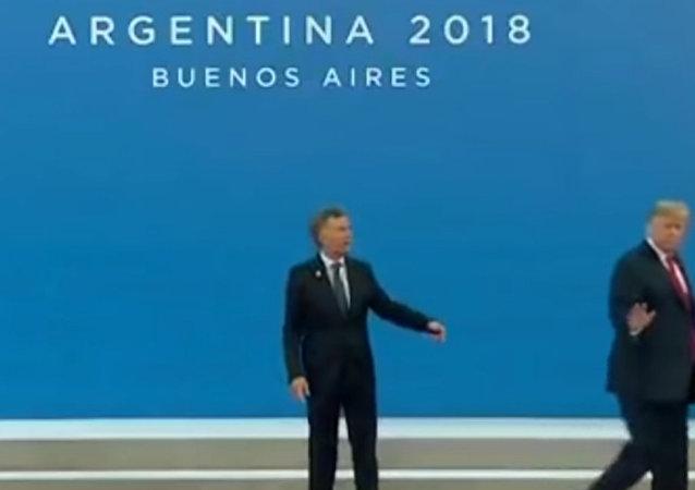 """""""让我离开这里"""":特朗普躲避G20合影"""