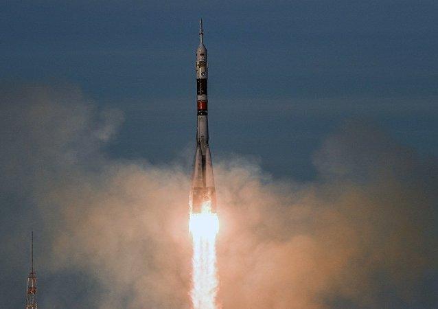 """搭载""""联盟MS-11""""载人飞船的""""联盟-FG""""运载火箭从拜科努尔航天中心的""""加加林""""发射台发射升空"""
