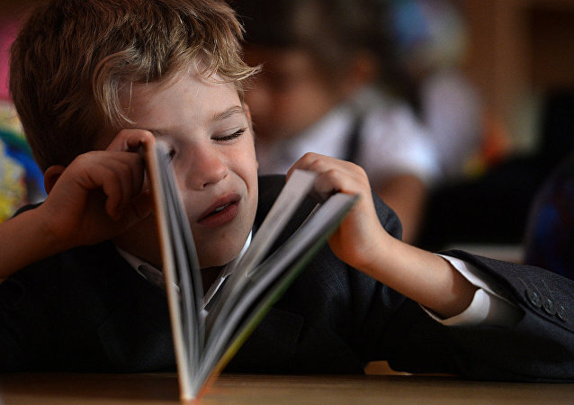 调查:一半以上俄罗斯家长替孩子做作业