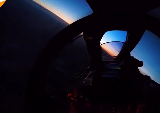 俄飛行員演練在複雜天氣條件下攔截假想敵
