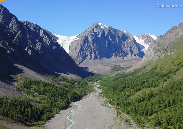 俄阿爾泰邊疆區冰川融化