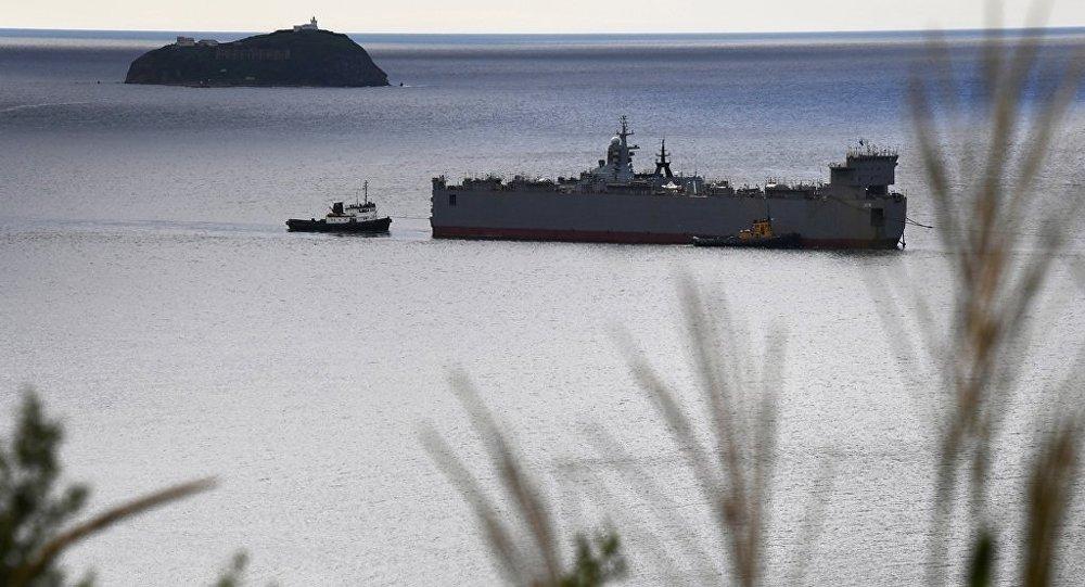 俄「響亮」號護衛艦在日本海首次接收海軍航空兵直升機起降