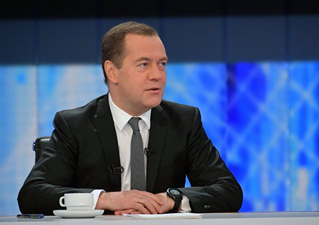 俄总理称大部分阅读时间被公文占用 但仍会抽空看书
