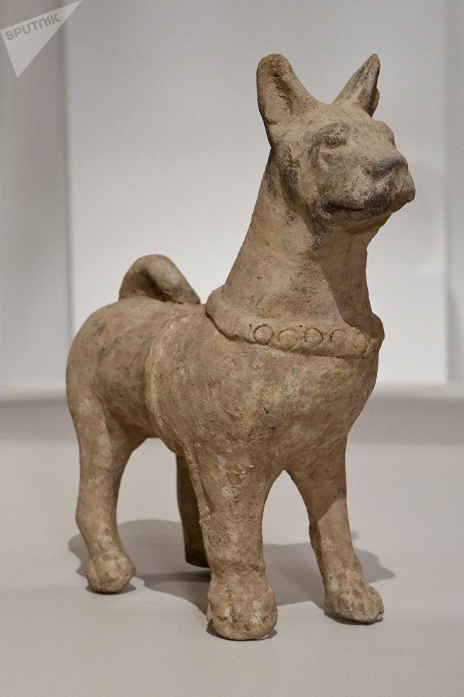 发现最多的陶瓷雕塑的造型是马、狗、猪、羊和鸡。