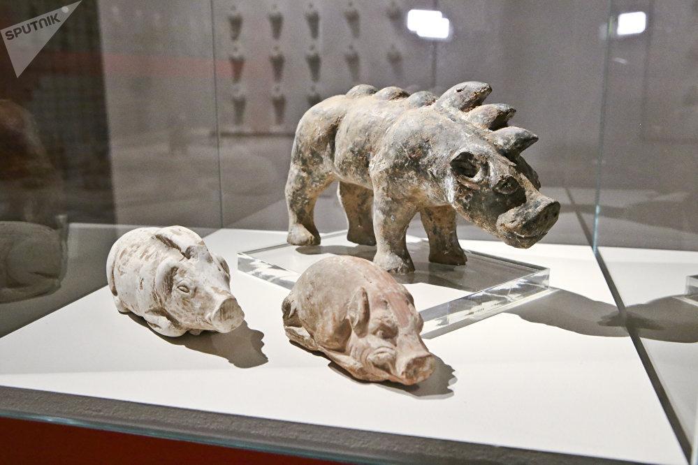 这些雕塑不仅具备历史价值,也能取悦参观人士,并能引起他们会心的微笑。