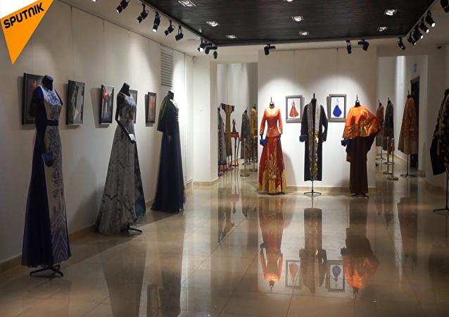 「絲路映像」中國時裝藝術精品展亮相莫斯科中國文化中心