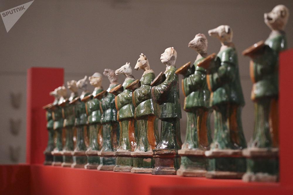 象征着十二生肖的十二尊雕塑