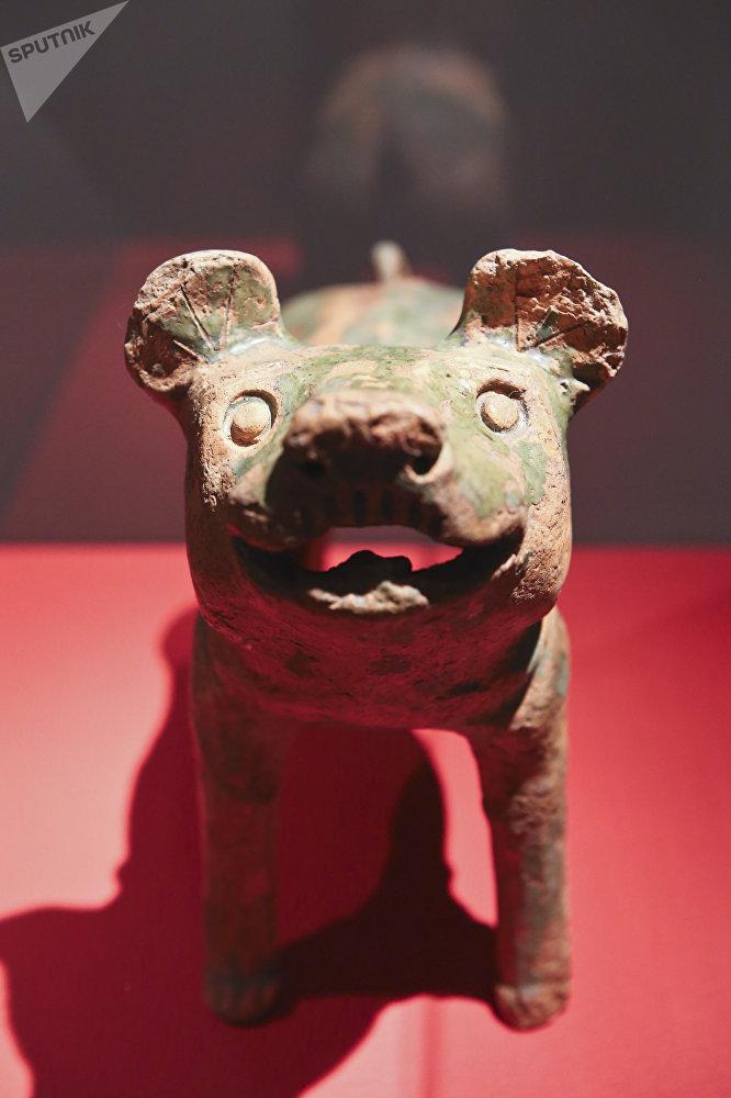 狗。汉代(公元前206年至公元220年)
