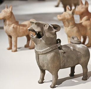 《时间保管人》展览。中国古代陶瓷雕塑
