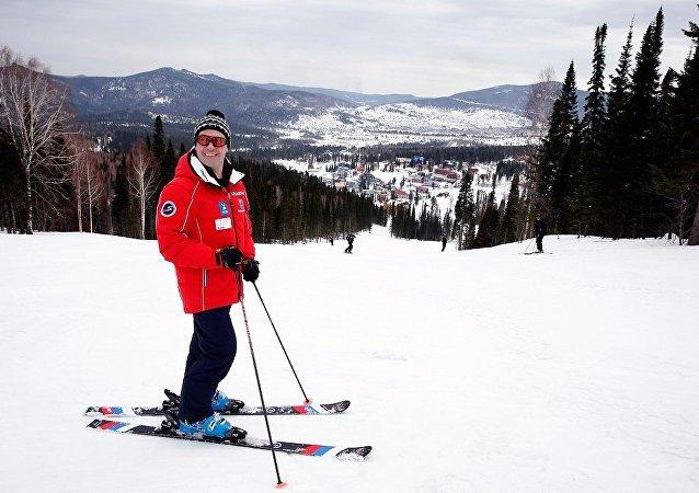 俄總理表示新年休假最想去索契滑雪