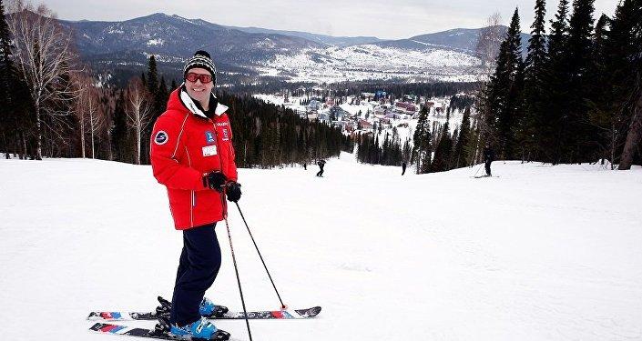 俄总理表示新年休假最想去索契滑雪