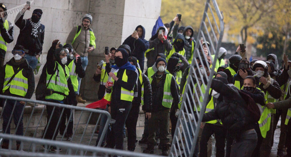 「黃馬甲」抗議繼續 又有140多人在法國被警方拘留