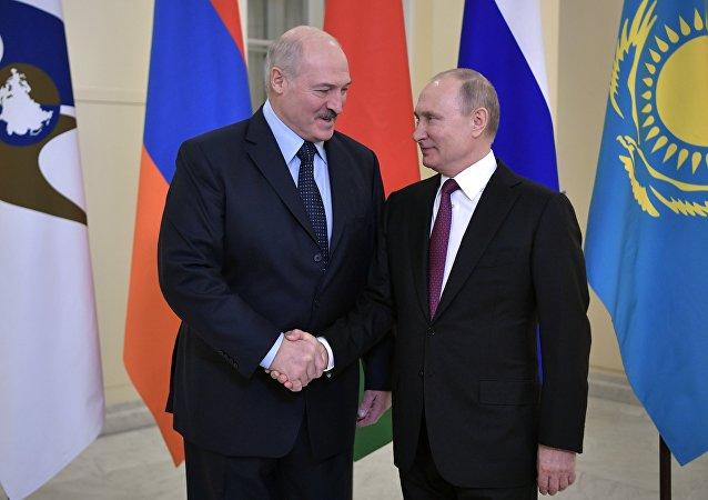 卢卡申科因油价上涨批评俄罗斯而向普京道歉