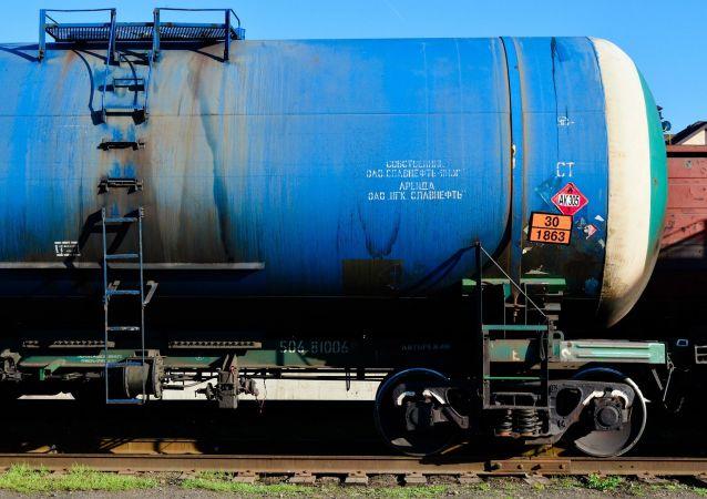 俄专家:俄中贸易额或达到2000亿美元 主要通过原料出口实现