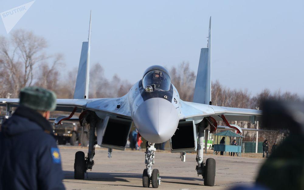 「俄羅斯獵鷹」飛行表演隊的蘇-35S戰鬥機