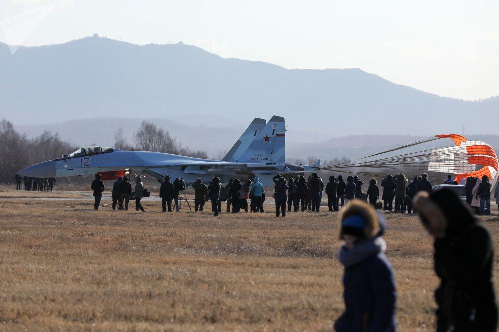 """""""俄罗斯猎鹰""""飞行表演队的苏-35S战斗机"""