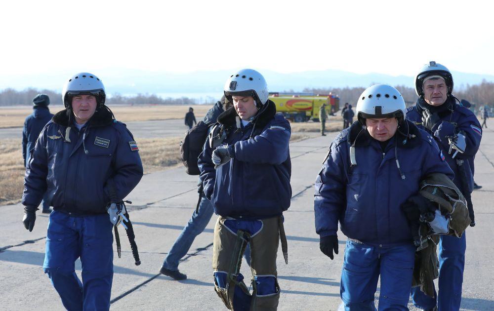 """""""俄罗斯猎鹰""""飞行表演队的飞行员们"""