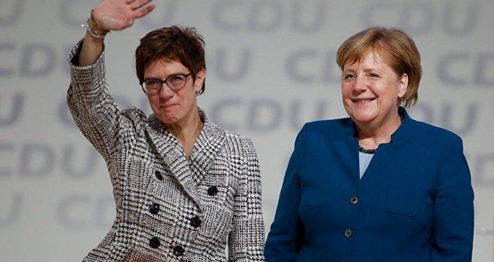 德国基民盟党魁选举结果:安妮格雷特·克兰普-卡伦鲍尔继任默克尔出任党主席