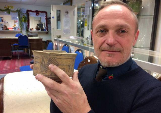 卡爾·馬丁買了一個有4000年歷史的碗