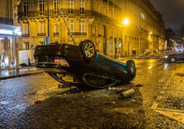 媒体:巴黎示威活动期间超过1700人被捕
