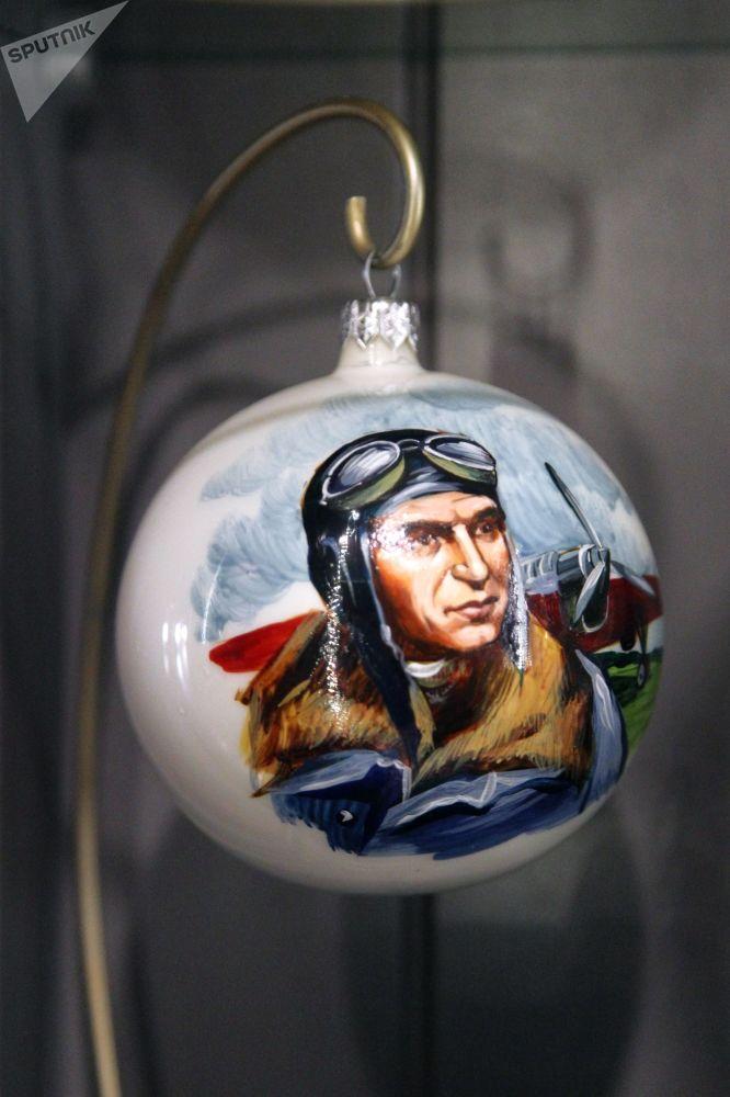 绘有瓦列里·契卡洛夫肖像的球