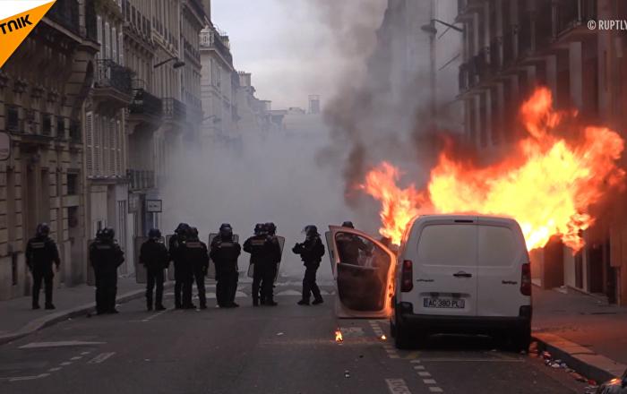 """法国""""黄马甲""""抗议活动"""