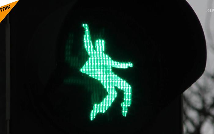 搖滾紅綠燈:德國小城紅綠燈小人變「貓王」
