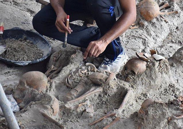 英國挖出「吸血鬼」古墓