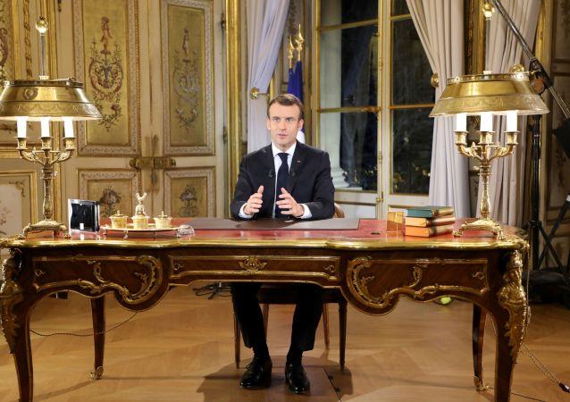 法国总统马克龙呼吁法国建立秩序并团结一致