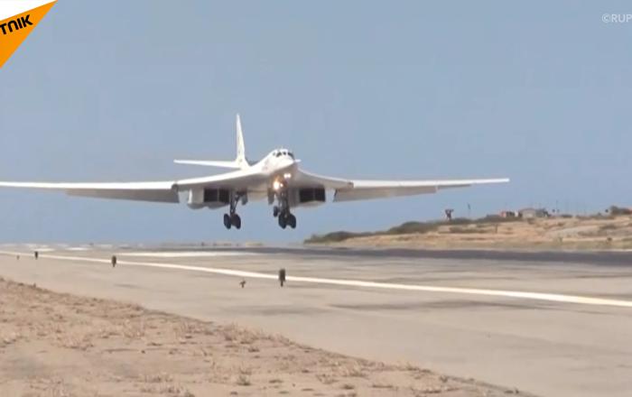 俄羅斯圖-160戰機飛抵委內瑞拉