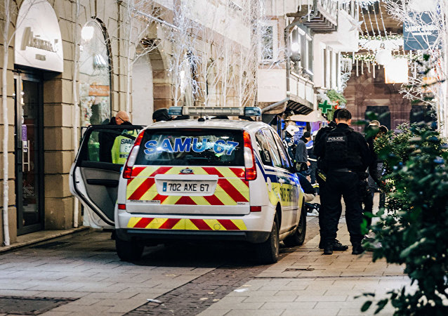 法國內政部長:已出動720名執法人員搜捕斯特拉斯堡槍案嫌犯