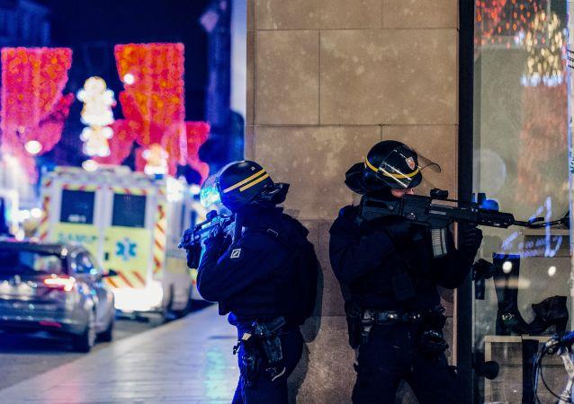 Полиция на месте стрельбы в Страсбурге