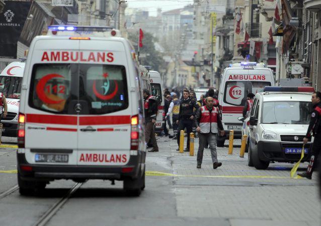 土耳其伊斯坦布尔一栋六层居民楼发生坍塌