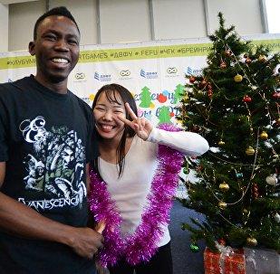必威体育远东联邦大学的学生在准备迎接新年
