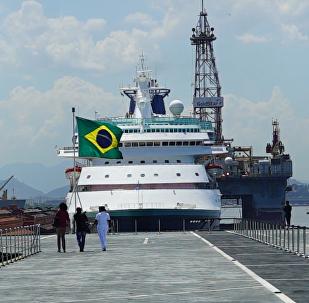 巴西民众海军节参观直升机航母