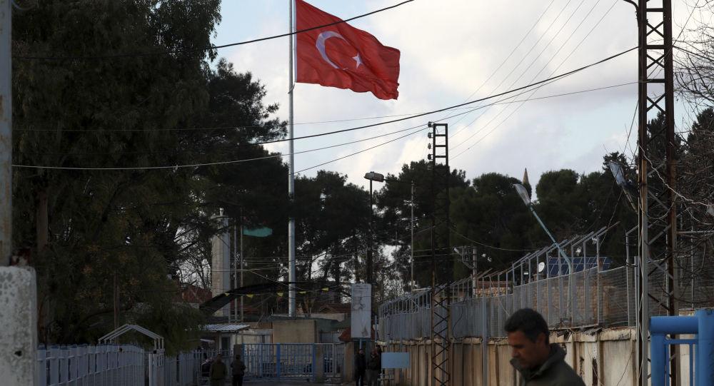 Турецкий флаг на турецко-сирийской границе