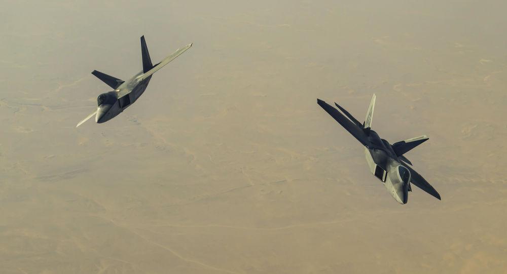 美国F-22战斗机在叙利亚领空