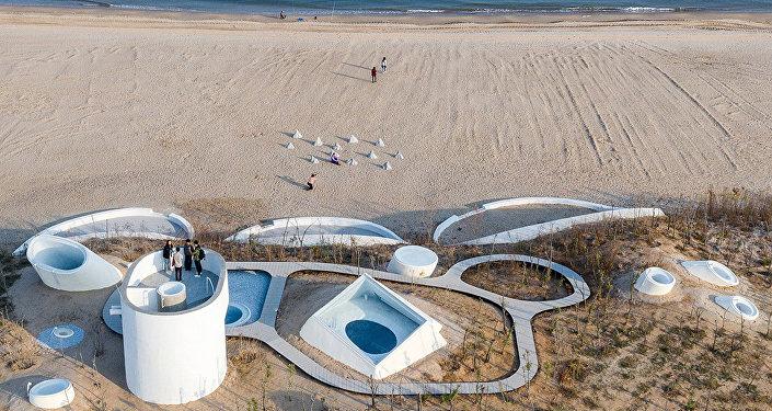 中國奇妙的沙丘藝術博物館對遊人開放