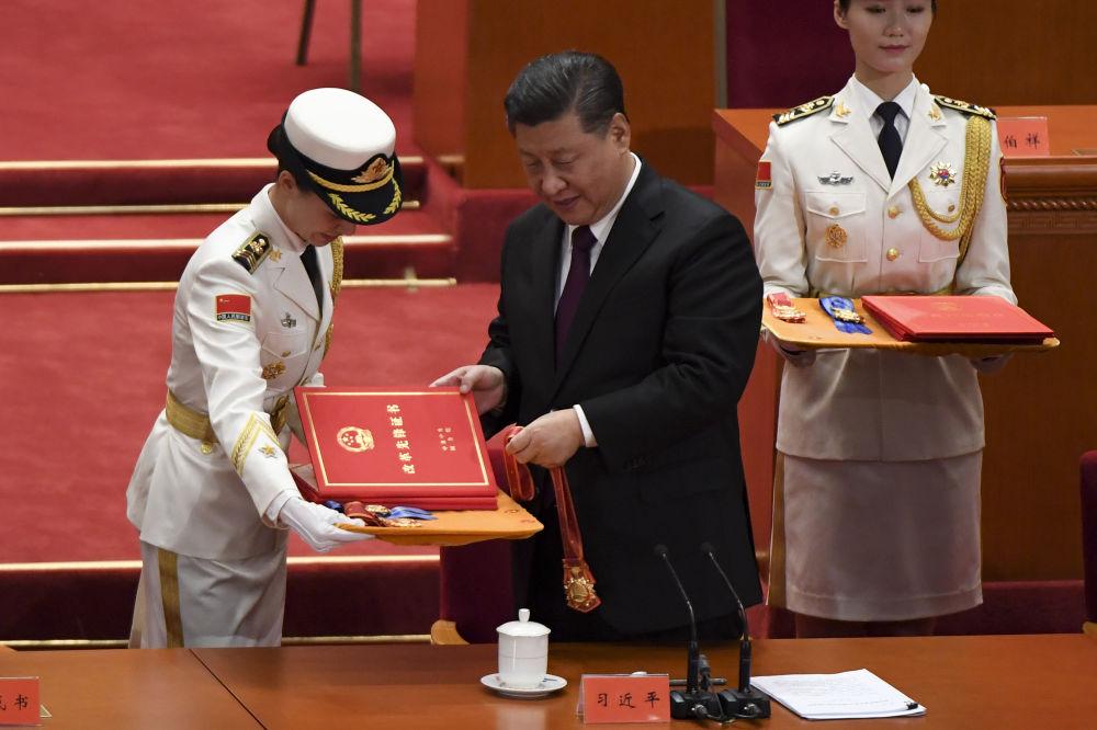 中国国家主席习近平在人民大会堂举行的庆祝改革开放40周年大会上。