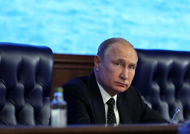 普京向马格尼托哥尔斯克事故现场的救援人员表示感谢