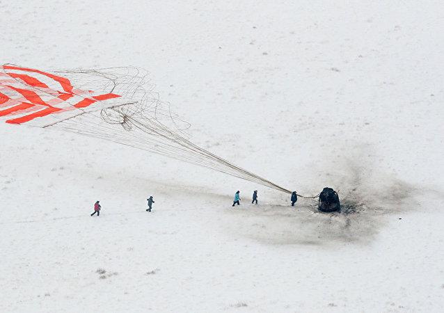 消息人士:俄兩名宇航員作為證人參與「聯盟」號孔洞事件調查