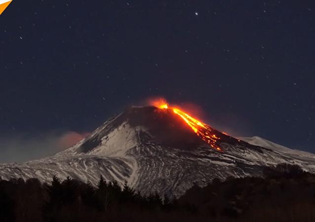 意大利埃特纳火山喷发