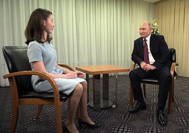普京帮助17岁少女圆记者梦