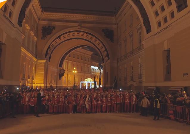 聖彼得堡數千名「聖誕老人」賽跑