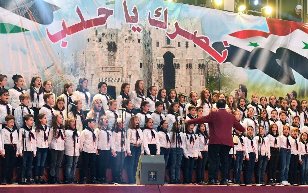 阿勒頗解放兩週年慶祝活動上的童聲合唱團
