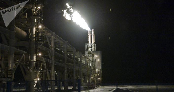 Завод по сжижению природного газа Ямал СПГ в поселке Сабетта