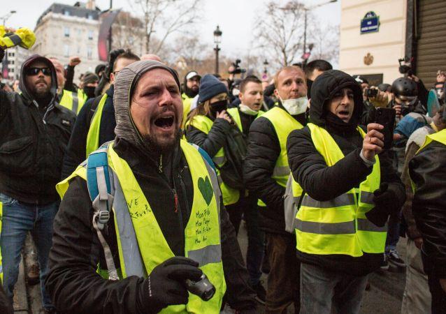 民調:更多法國人支持「黃背心」抗議活動繼續舉行