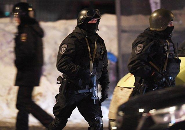 執法官員在喀山市
